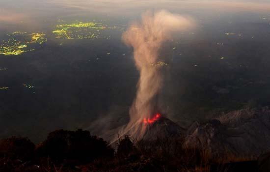 此外,美国夏威夷群岛上的基拉韦厄火山仍不断有岩浆涌出,居住在墨西哥
