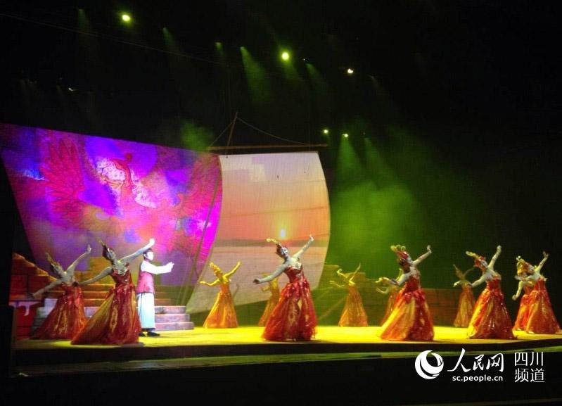 成都 王凤运/《沫若·少年》青年节成都开演。(王凤运摄)