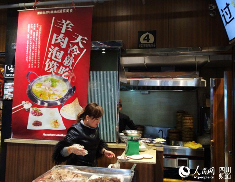 牛肉面店的特色化经营(朱虹 摄)