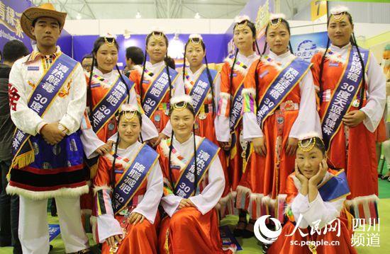 可爱的藏族学生(朱虹 摄)