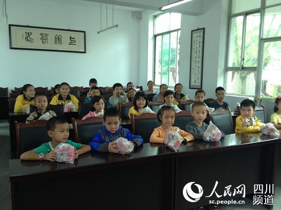 儿童过中秋节(图)