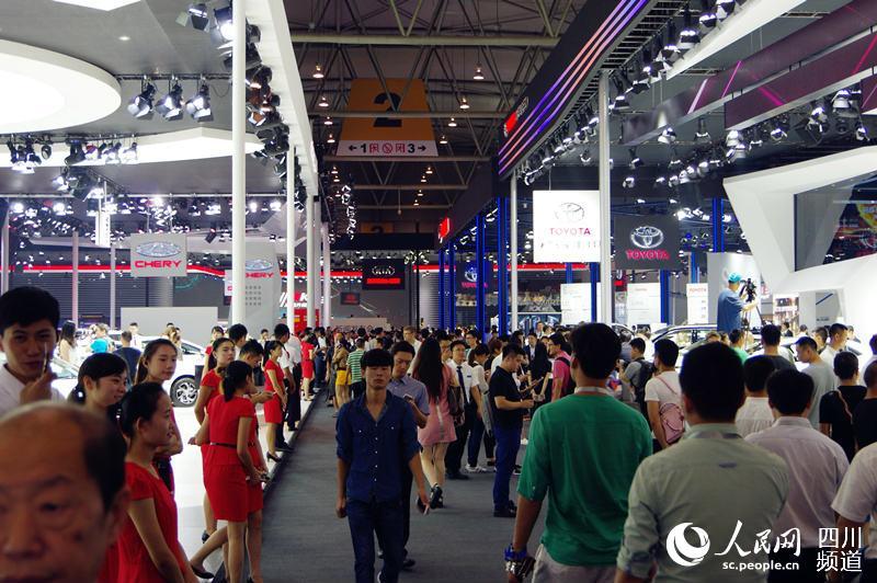 人民网成都9月2日电 (王军) 今(2)日上午,中国四大A级车展之一...图片 95012 800x532