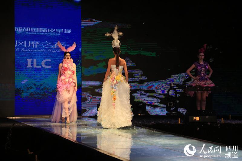 成都/中外名模演绎冬季时装国际流行趋势