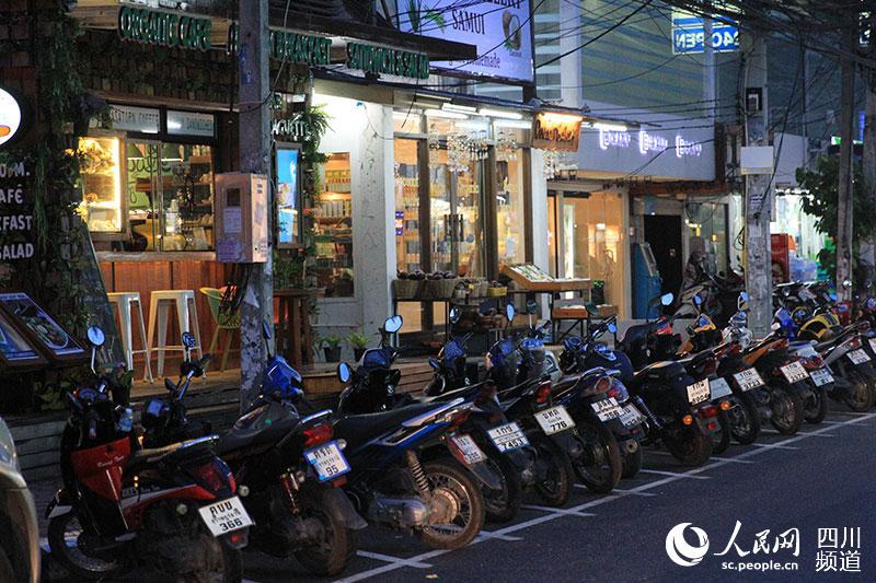 泰国苏梅岛:邂逅别具风情的查汶夜市