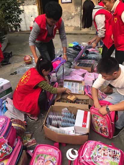 成都郫县希翼工作学校得知这一状况后,当即在学校启动了捐款、捐物等捐赠活动。