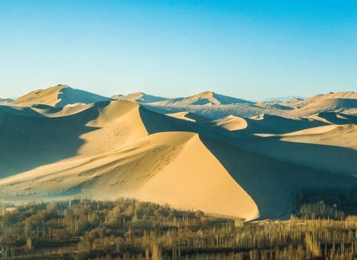 空中鸟瞰甘肃敦煌 沙林交织尽呈大漠美景