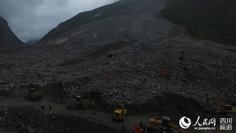 航拍四川茂县山体垮塌灾害救援现场
