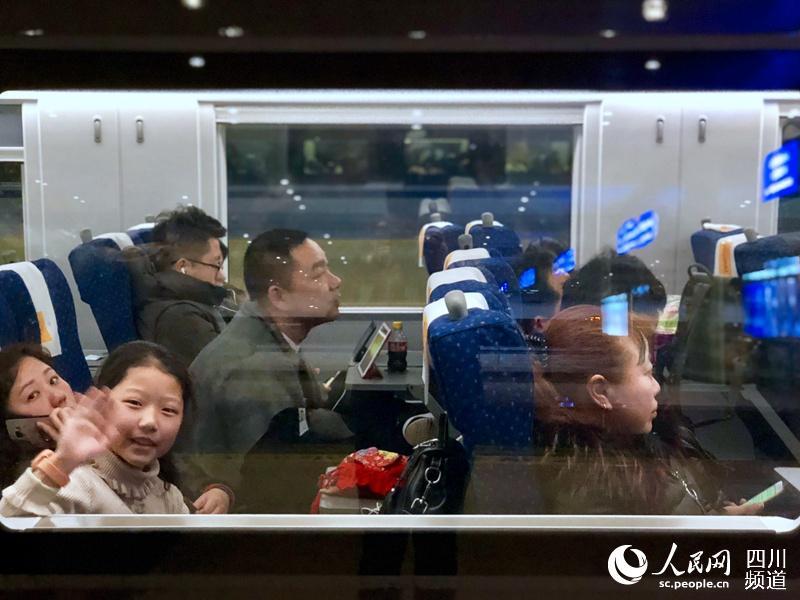 春节黄金周结束在即 成都东站迎来客流高峰
