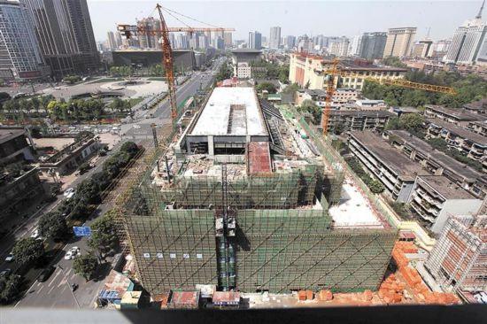 四川大剧院主体工程封顶 明年2月投入使用