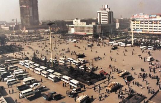 老交警安哥:从画笔到相机 记录成都交通40年变迁
