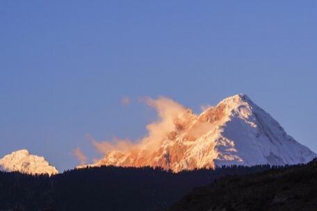 夕阳下的加拉白垒峰