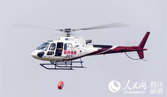 西林凤腾通航直升机空中应急救援。(受访者供图)