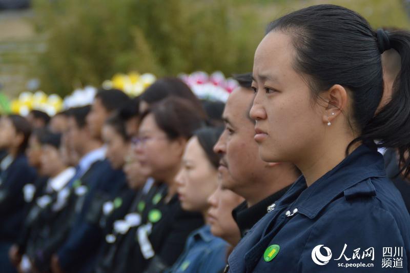 组图 沉痛悼念在四川木里森林火灾扑救中英勇牺牲的烈士