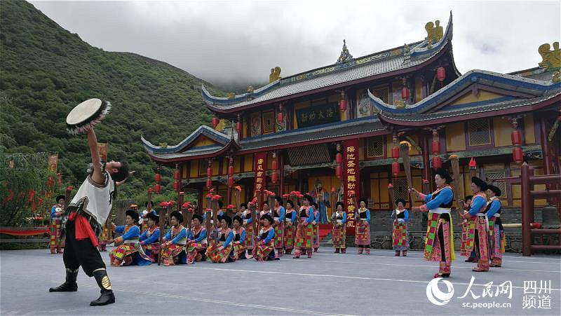 川、渝、陕、甘的百余家旅游企业代表在松