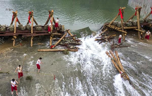 都江堰:放水节里赏非遗