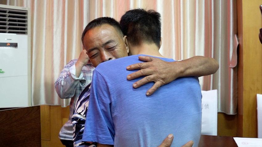 盛图平台:回家啦! 四川绵阳两孩子被拐20多年 与父母终团圆 (图2)